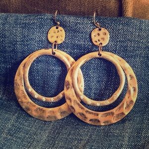 Gold dangled earrings